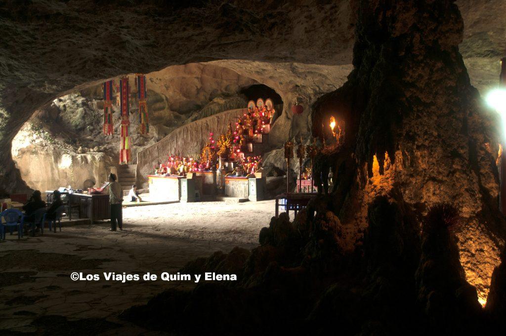 Entrada a la cueva Tam Thamh