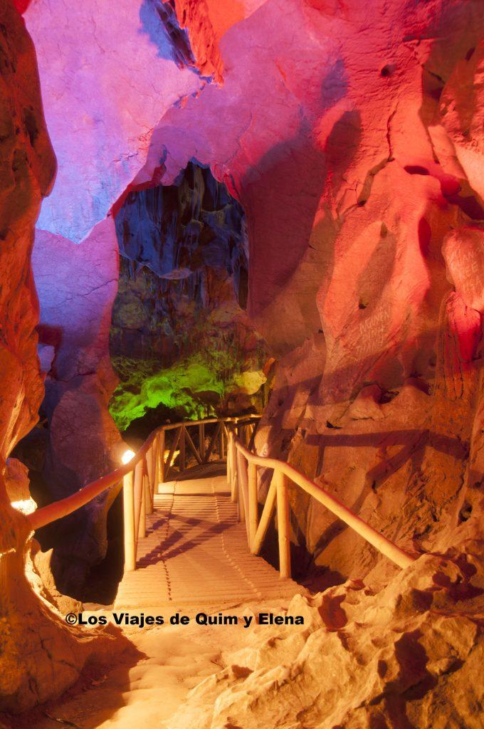 Cueva Tam Thamh, les gustan las luces de colores
