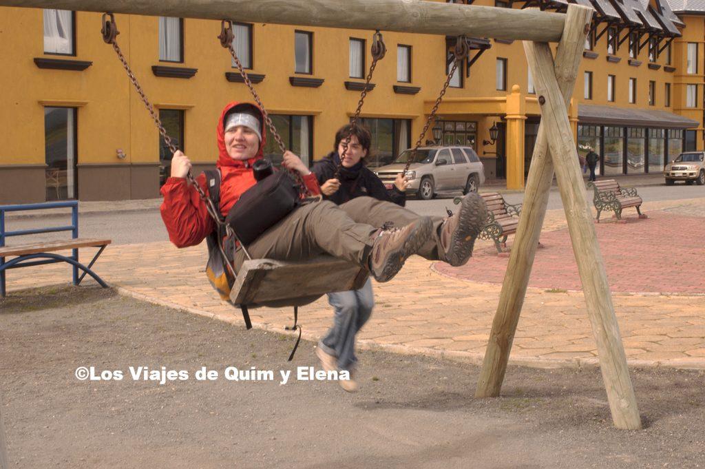 Elena y Angele divirtiéndose en Puerto Natales