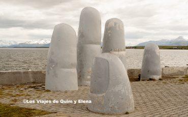 Monumento de la mano en Puerto Natales
