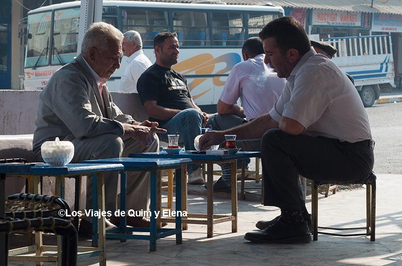 Tomando un té, de Hasankeyf a Estambul