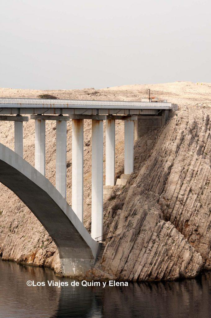 Puente en la Isla de Pag