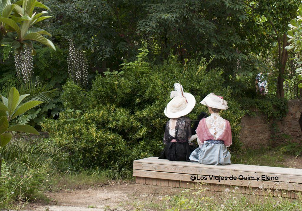 Mujeres vestidas de epoca