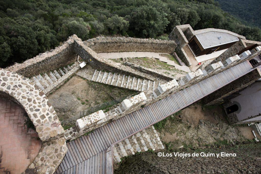 Vista del complicado acceso al castillo