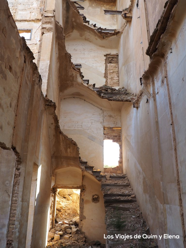 Interior edificio en ruinas