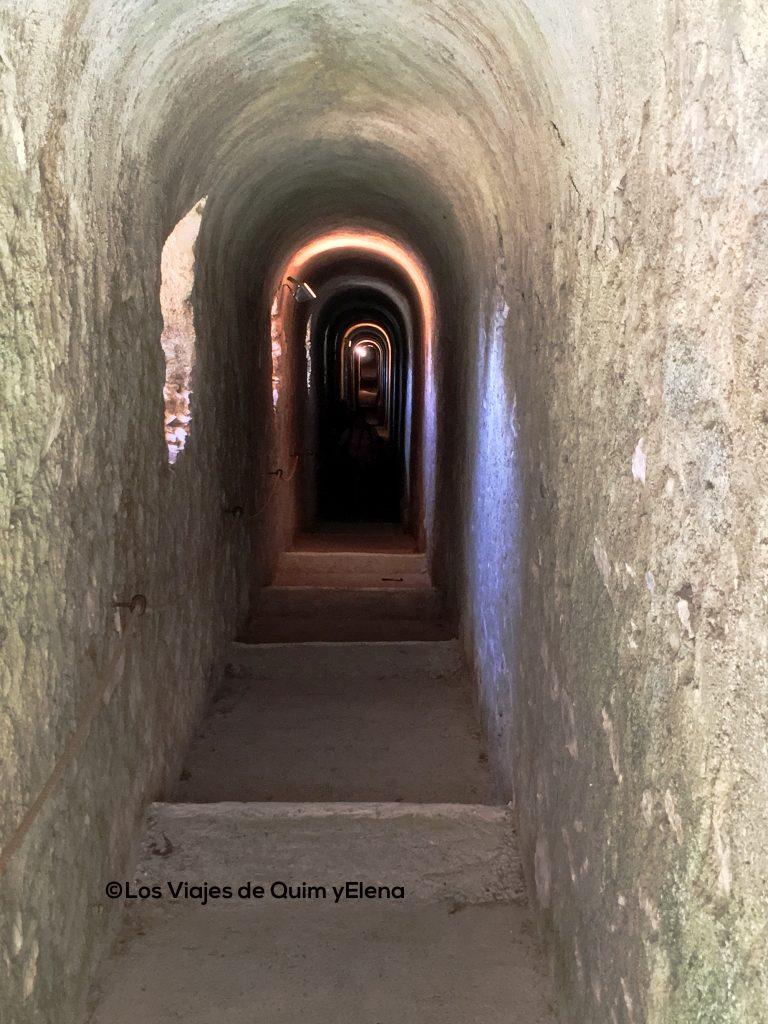 Túnel que conduce al Fort Lagarde