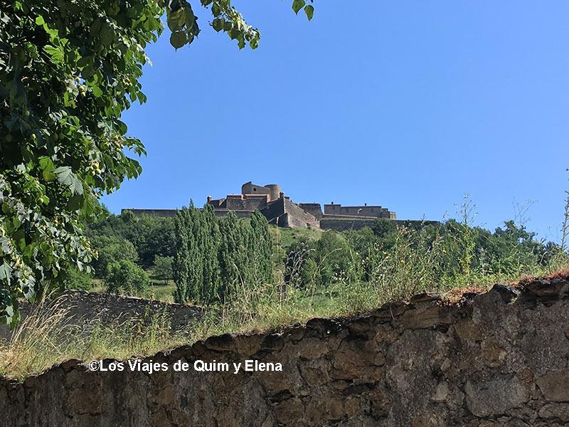 Fort Lagarde desde el pueblo