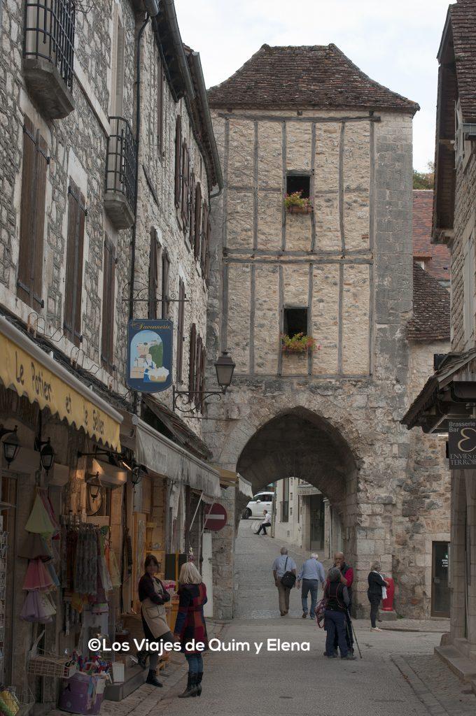 Calle principal del pueblo