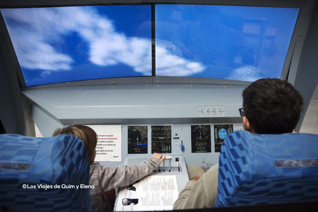 Éric y Quim pilotando en el simulador