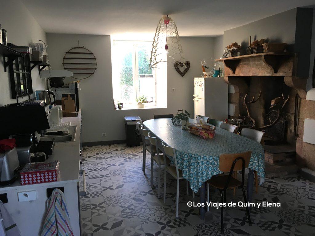Cocina de nuestro alojamiento en Verneuil Sur Vienne