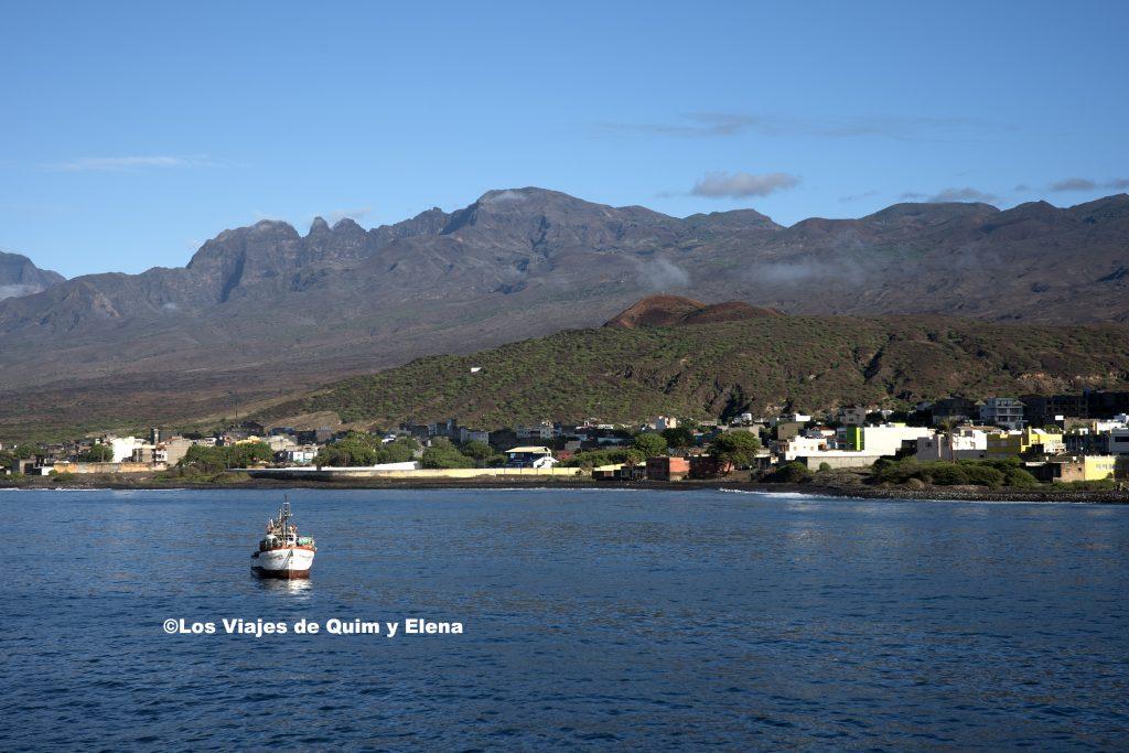 Isla de Sant Antao desde el ferry.