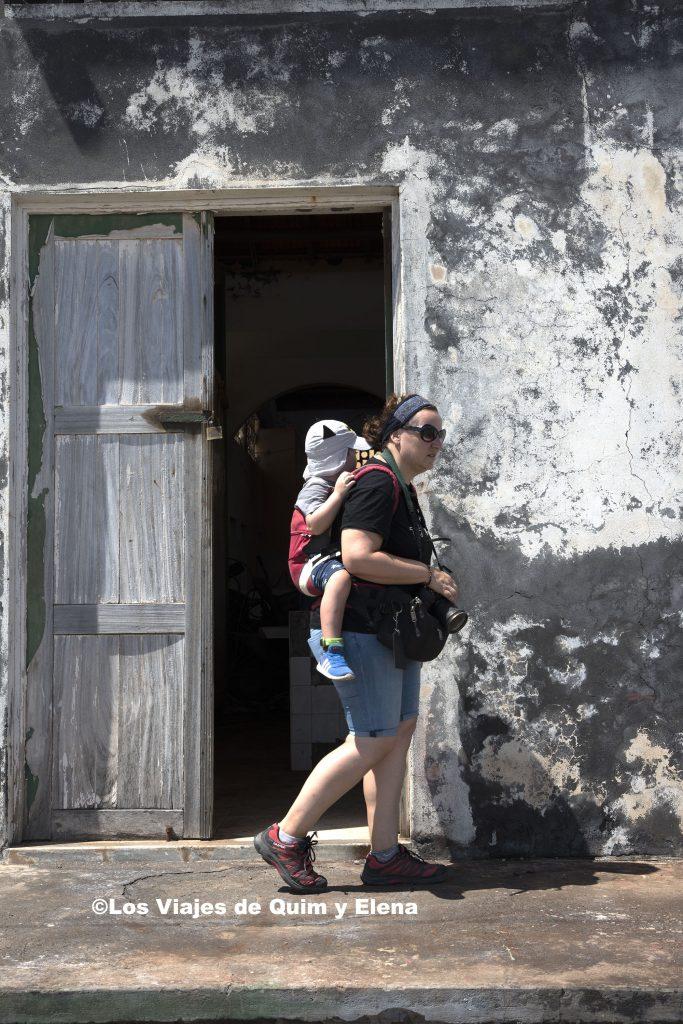 Elena explorando con Éric en Santo Antao