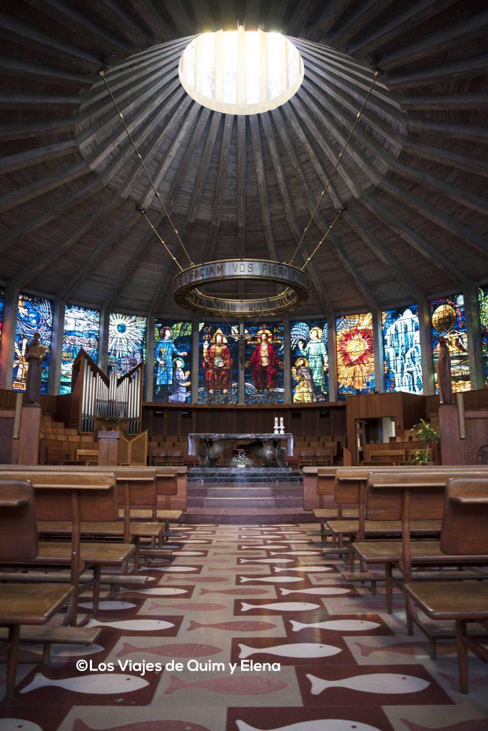 Interior de la iglesia de Cristal