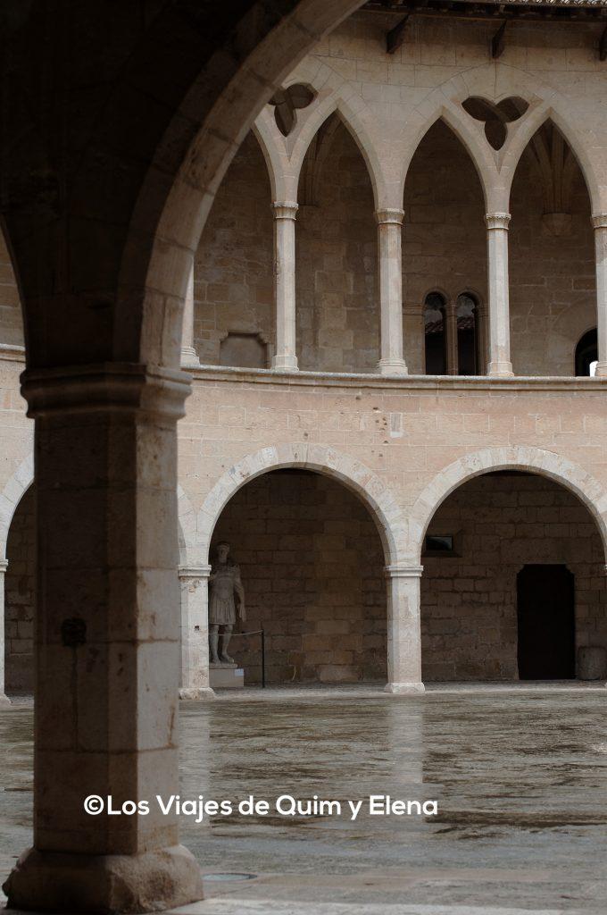 Vista del patio interior del Castillo de Bellver