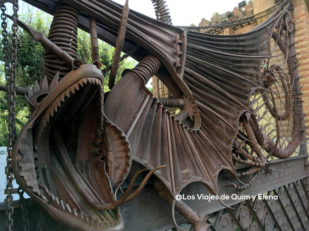 The dragon of the entrance