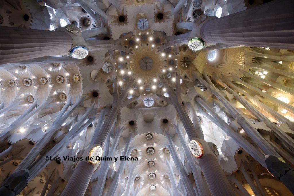 Interior de la Sagrada Familia, una de las grandes obras de Gaudí