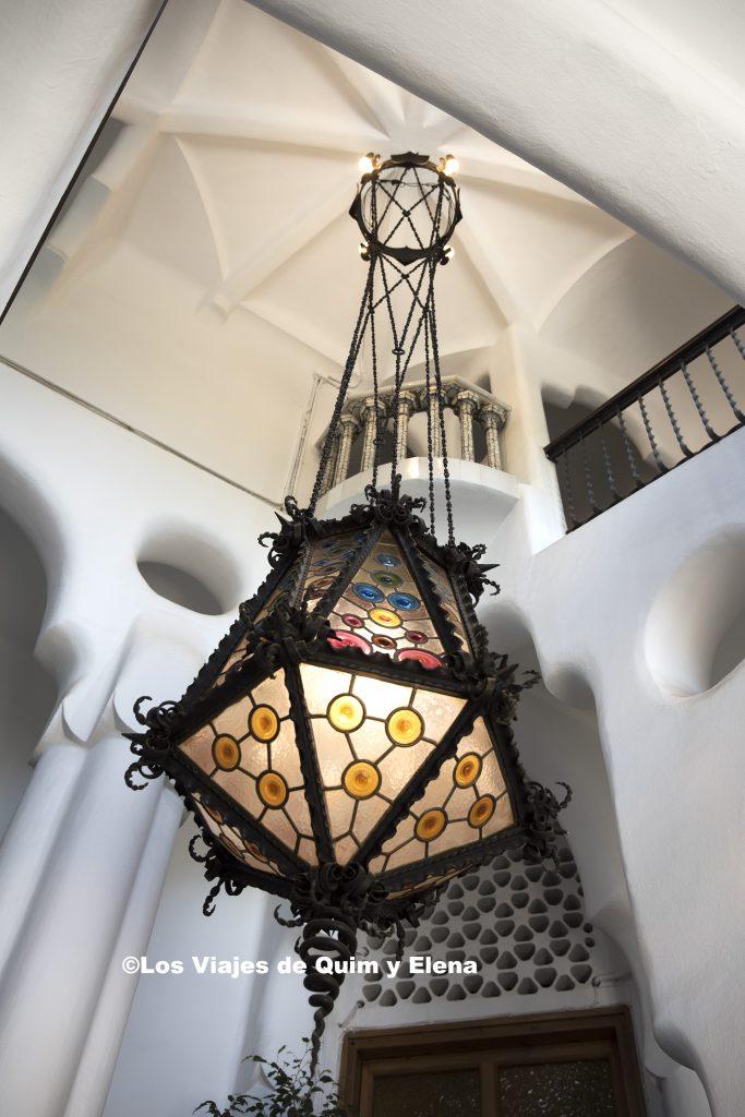 Lámpara en la entrada principal