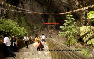 Las escaleras de la cueva Vi Pham