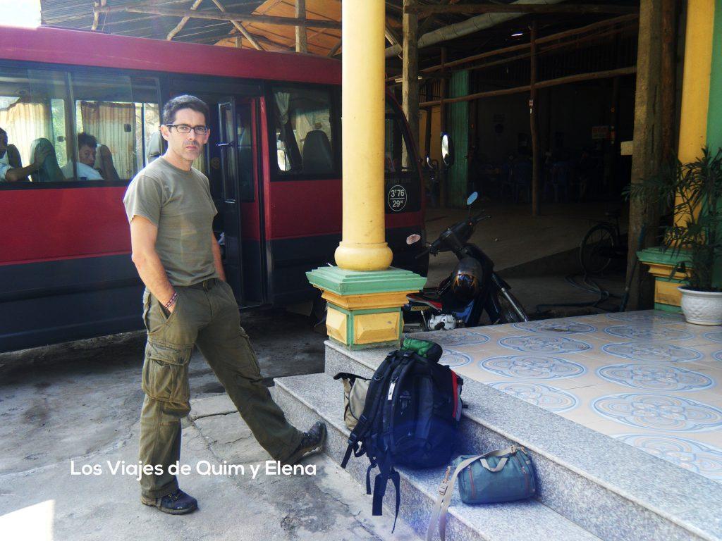 Quim en una parada en Vietnam, aniversario bloggers de viaje