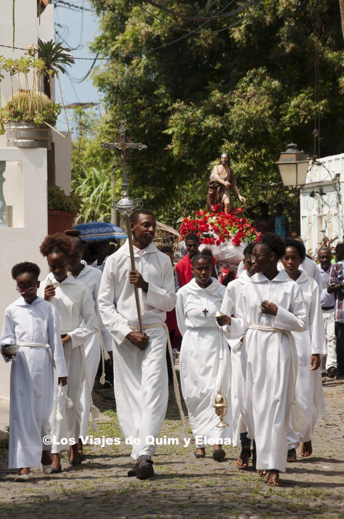 Procesión camino de la iglesia
