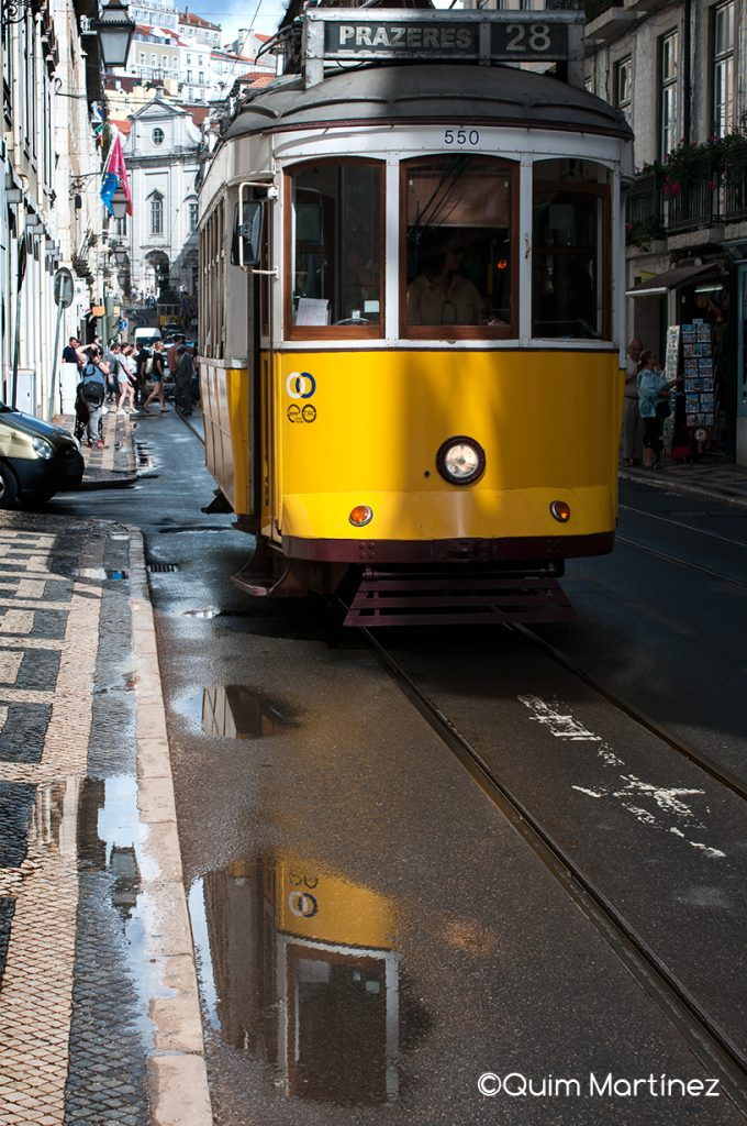 Tranvía por las calles de Lisboa