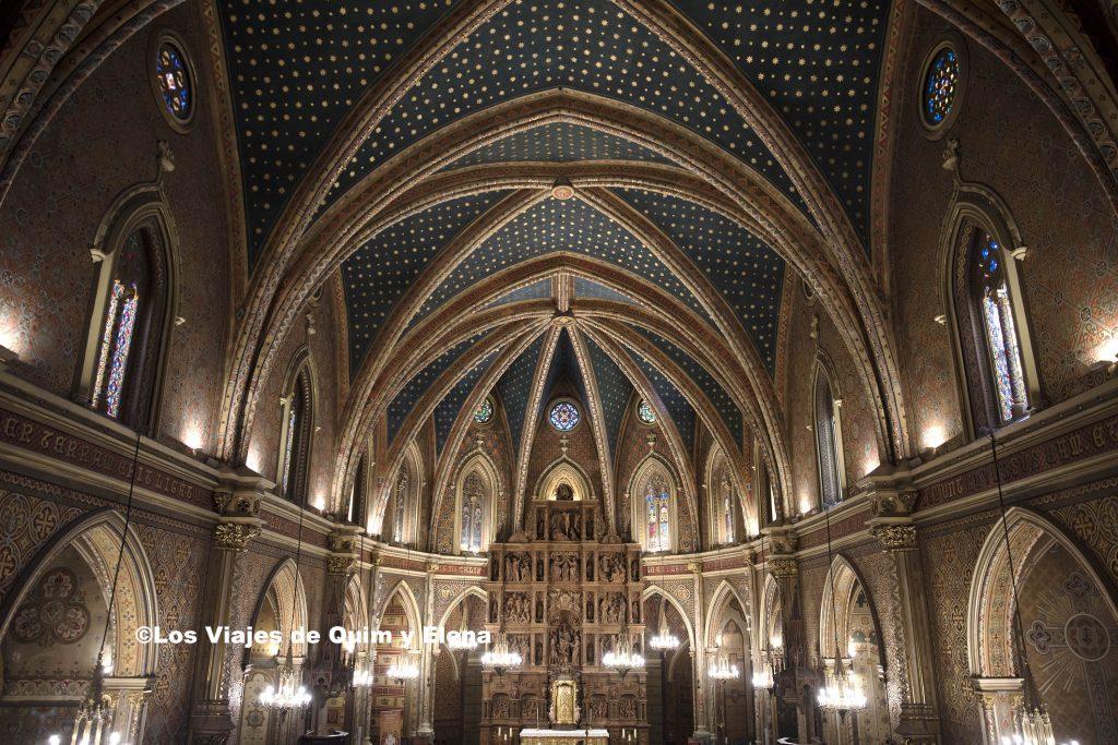 Interior de la nave central de la Iglesia de San Pedro