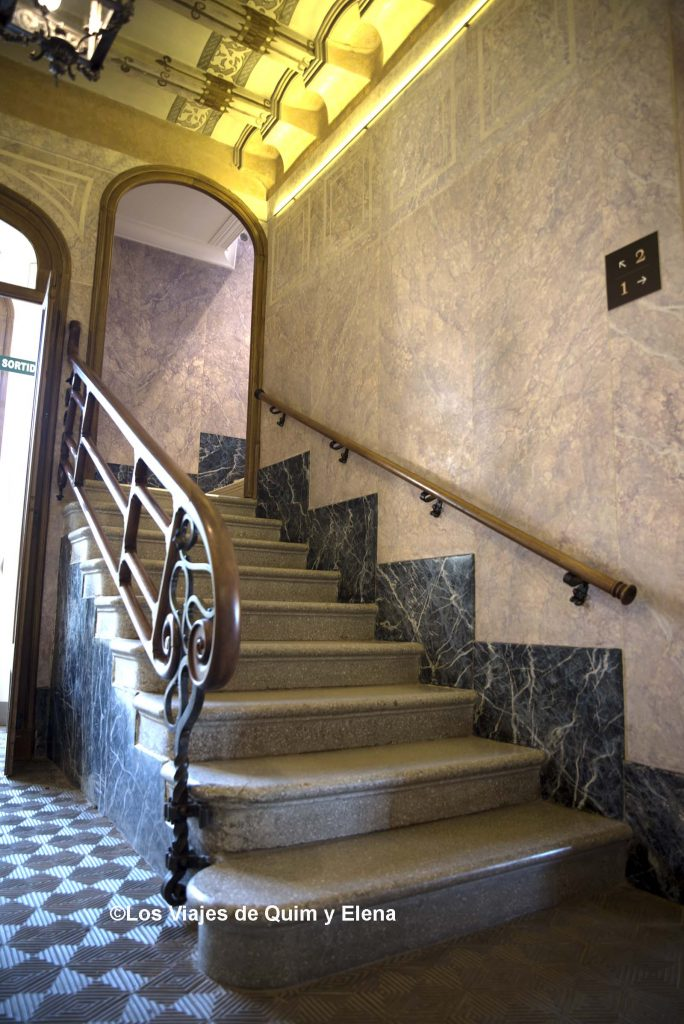 Escaleras del interior
