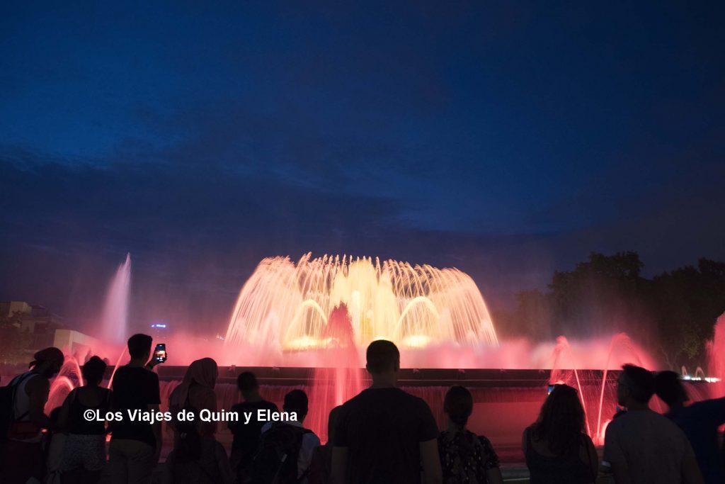Espectáculo de luz y agua en la fuente mágica