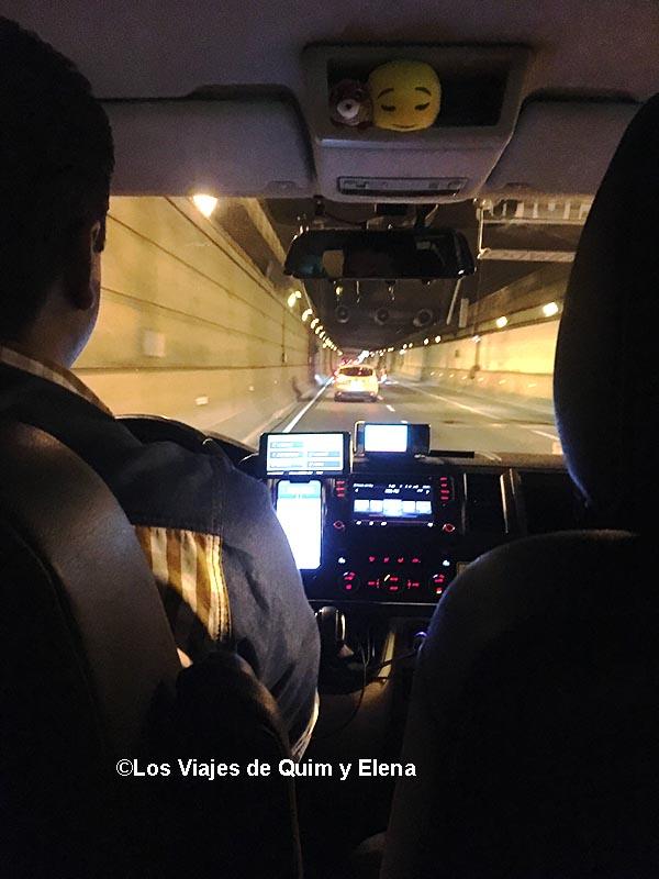 Camino al aeropuerto de El Prat en taxi