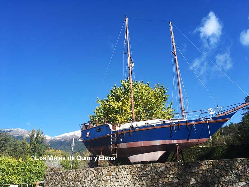 Un barco en el camping