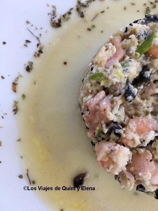 Revuelto de salmón y gambas del Restaurante Tahoyo