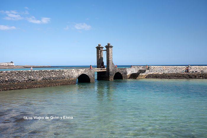 Puente al Castillo de San Gabriel en Arrecife