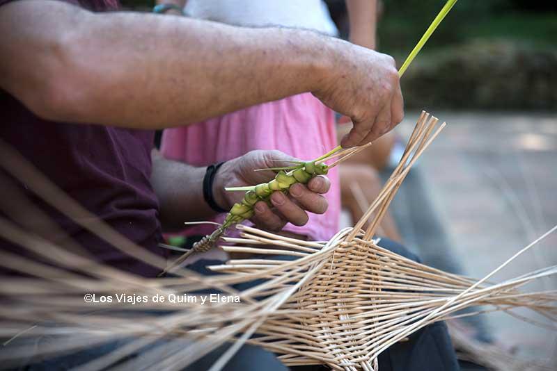 Taller de cestería en el Jardín Botánico Histórico