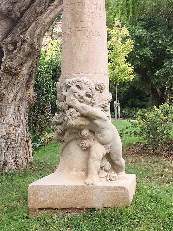 El parque está plagado de esculturas