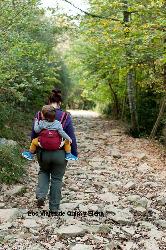 Elena y Éric bajando a La Foradada
