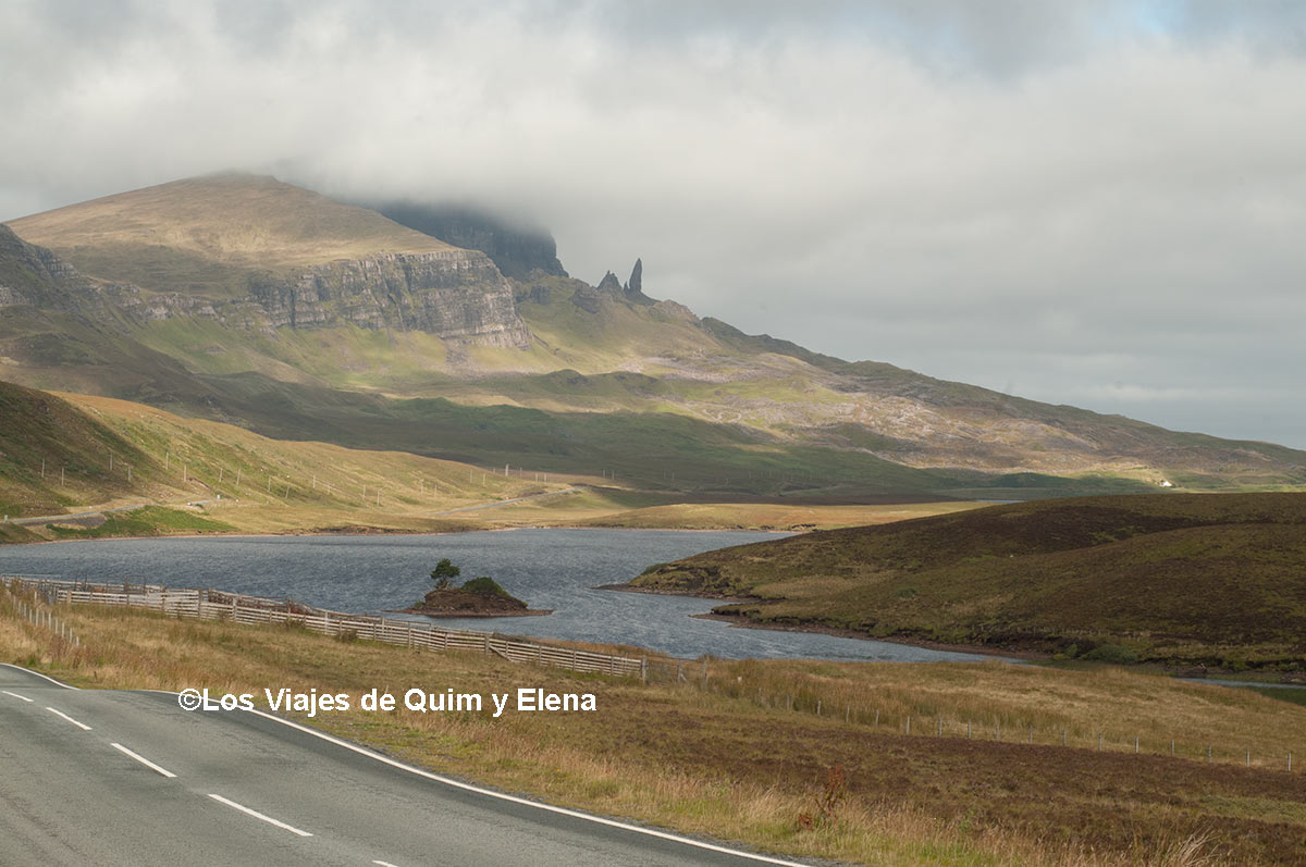 Vista del Old Man of Storr de la Isla de Skye