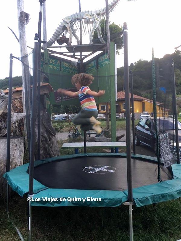 Éric saltando como un loco