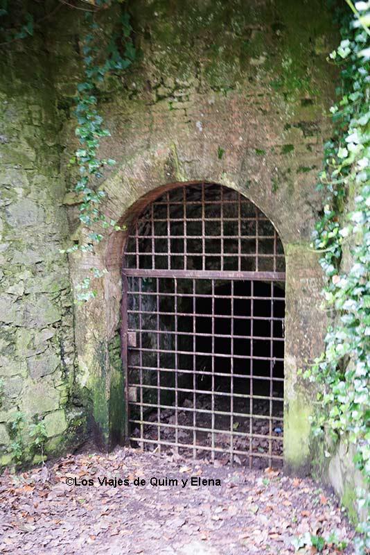 Entrada a la antigua mina Grott