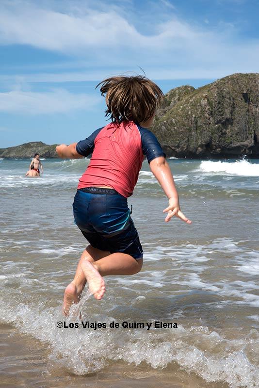Éric saltando en la Playa El Portillo