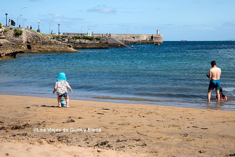 Álex, Éric y Quim en la Playa de Santa Marina de Luanco