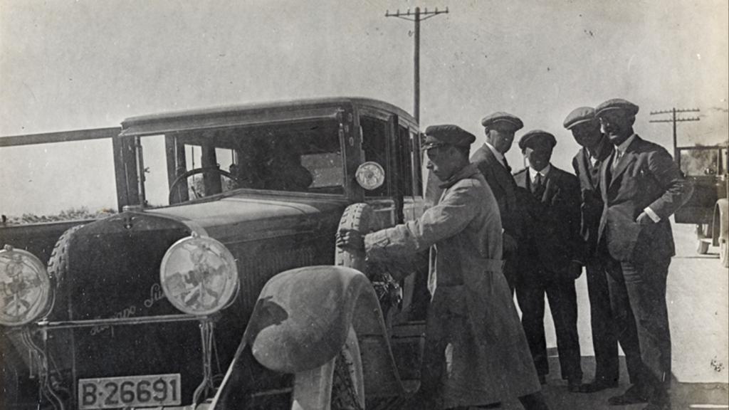 Fotografia del viatge amb F. Folguera, X. Nogués, R. Reventós i M. Utrillo (1927). AUTOR DESCONEGUT / AFB